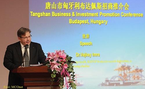 Dr. Vejkey Imre fogadta Tangshan város küldöttségét