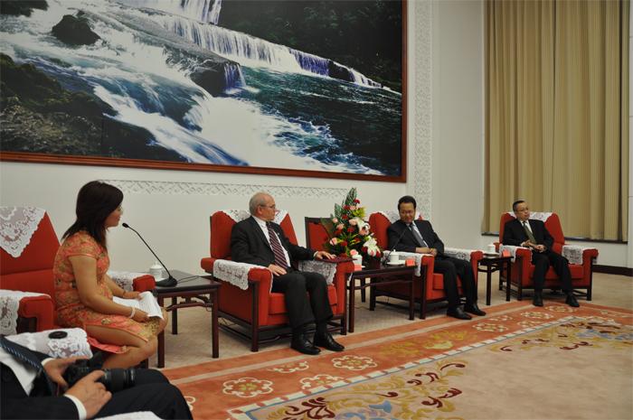 Meng Qiliang kormányzó helyettes
