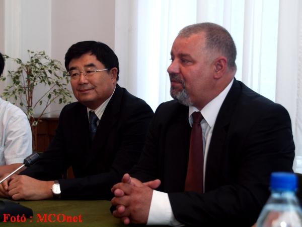 Mr. Li Jichun alelnök (Heilongjiang CPPCC Bizottság) és Kovács Sándor