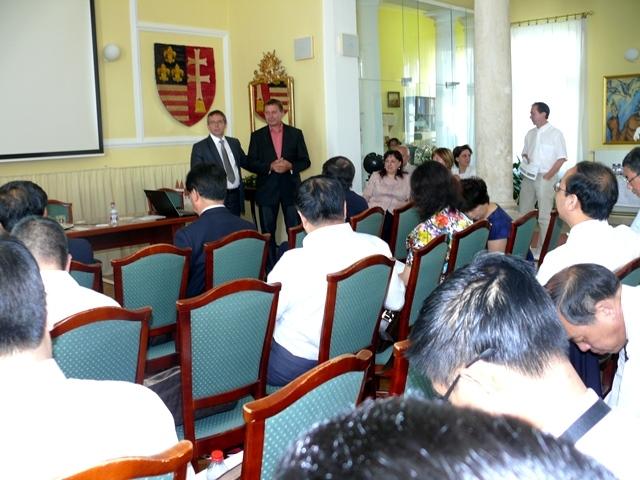 kínai delegáció tatán