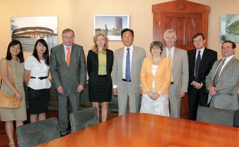 Szecsuáni delegációval tárgyalt a VOSZ - előadások