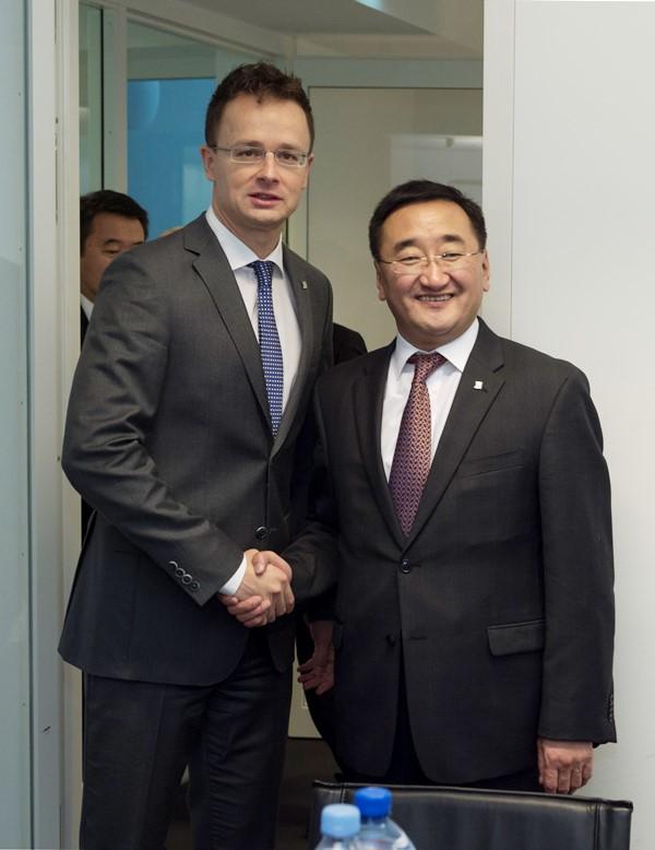 Szijjártó Péter, Lundeg Purevsuren mongol külügyminiszter