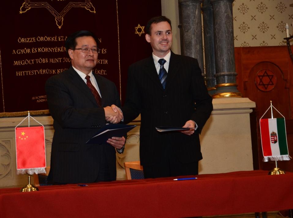 Németh Zoltán, a megyei közgyűlés elnöke és Wang Guosheng, Hubei Tartomány kormányzója