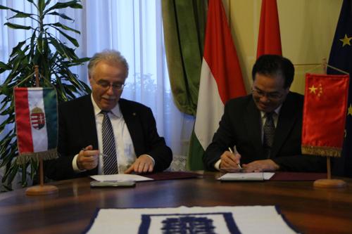 dr. Fodor Tamás Sopron, valamint Ma Xuming a kínai Yichang polgármestere