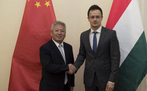 Szijjártó Péter külügyminiszter fogadta az új kínai nagykövetet, Duan Jielongot