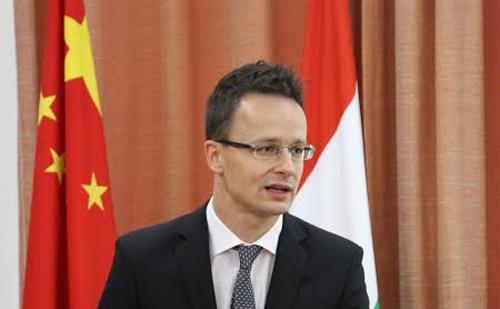 Szijjártó Péter képviseli Magyarországot a kínai Győzelem napján