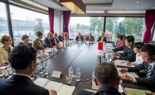 Kína Mezőgazdasági Minisztériumának miniszterhelyettesével tárgyalt Fazekas Sándor Budapesten