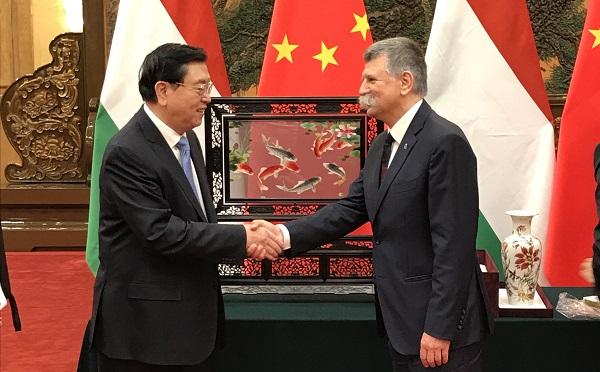 Együttműködési megállapodás a született kínai és a magyar parlamentek közötti kapcsolatok erősítésére