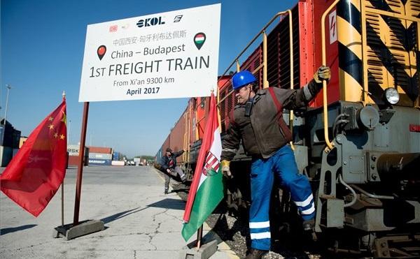Budapest-Kína: megérkezett az első teherszállító vasúti járat