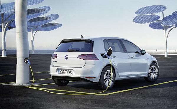 Kína önnfentartóvá tenné az elektromos autó gyártást a támogatás csökkentésével