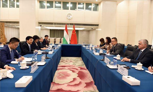 Magyar miniszteri delegáció Kínában: már az első napon több megállapodás született
