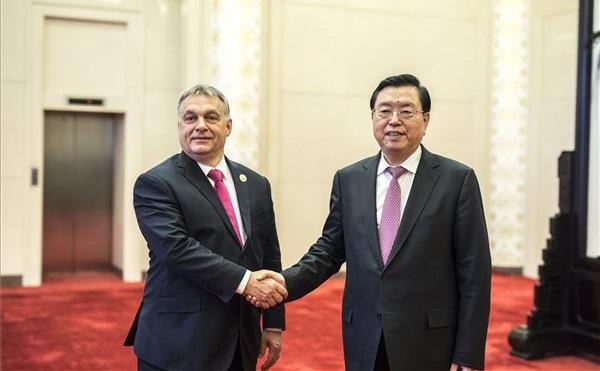 Orbán Viktor Pekingben: Orbán Viktor miniszterelnök és Csang Tö-csiang, az Országos Népi Gyűlés, azaz a kínai parlament elnöke
