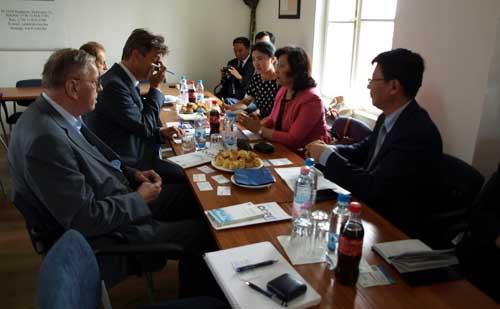 Csingtao (Qingdao) városának delegációja tárgyalt a Vállalkozók és Munkáltatók Országos Szövetségénél