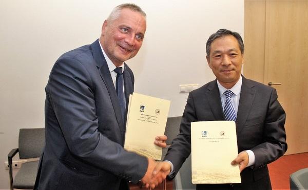 Kínai orvosok látogattak a Széchenyi István Egyetemre - forrás: uni.sze.hu
