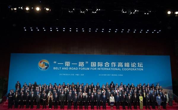 37 vezető látogat Pekingbe