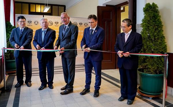 Konfuciusz Intézetet adtak át a Debreceni Egyetemen