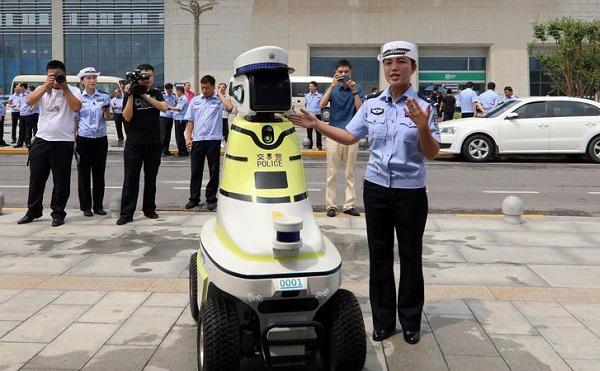 Robotjárőrök álltak szolgálatba egy kínai városban