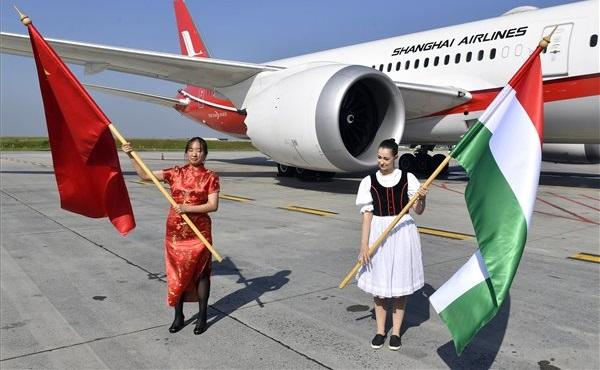 Megérkezett Budapestre a Shanghai Airlines első járata Kínából