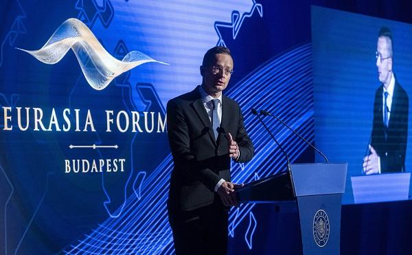 Szijjártó: Magyarország érdeke, hogy Kelet és Nyugat szorosan együttműködjön
