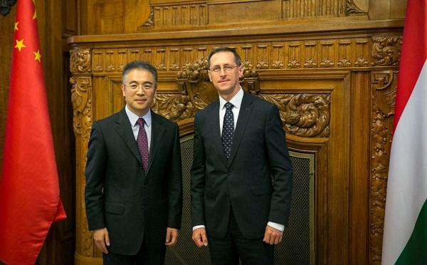 Tovább erősödhet a magyar-kínai pénzügyi együttműködés