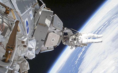 A kínai elnök ellátogatott az űrprogram pekingi irányítóközpontjába