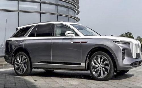Európába érkezik a kínai Rolls-Royce utánzat