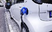 Elektromos autókat töltő robotot tesztelnek Kínában