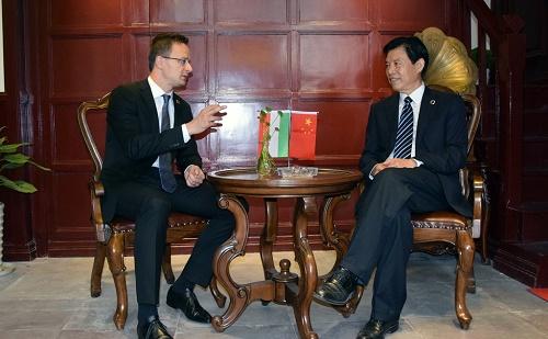 Szijjártó Péter Ningboban írt alá egyezményeket