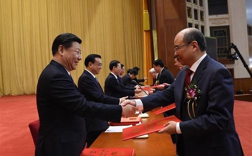 Kína innovatív kutatókat tüntetett ki