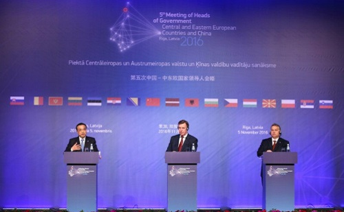 Li Keqiang, Orbán Viktor, Riga