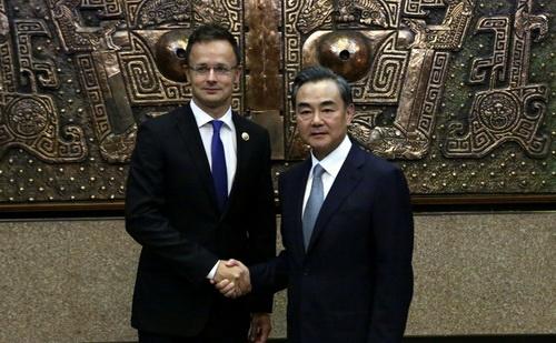 Szijjártó Péter a kínai külügyminiszterrel találkozott